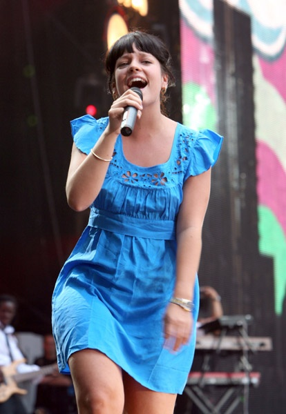 How cute! Lily Allen performing in London
