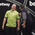 Michael van Gerwen draws 6-6 with Gary Anderson in Premier League Darts opener - SkySports