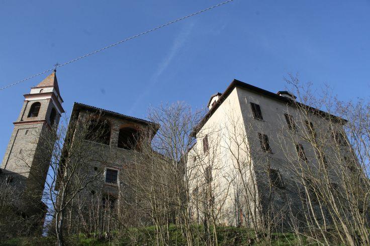 Il castello di Prasco (ph. AMS) #Guida35BorghiMonferrato #AdrianaMariaSoldini #EdizionidelCapricorno #Prasco #CastellodiPrasco #AltoMonferratoAlessandrino #viaggio #turismo #Monferrato #Piemonte #provinciadiAlessandria #Italia