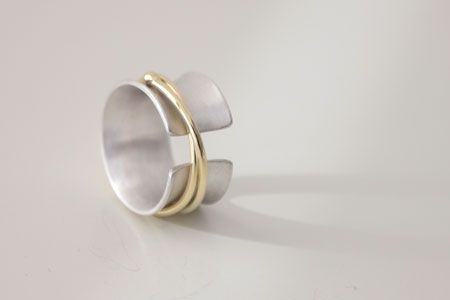 zilveren +14 krt gouden ring 'twist and turn'