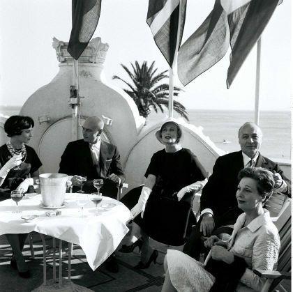 Yul Brynner, Michèle Morgan, Gérard Oury, Arletty à Cannes (mai 1958)