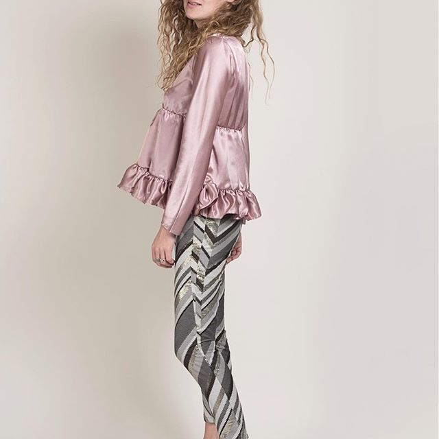 """Shine bright like a diamond "" 🎼 Week-end pluvieux Mais lumineux en Fiona Vani avec notre Blouse #Nonette  et notre pantalon #Tony 😉 ... #Fionavani #fashion #frenchbrand #outfit #ootd #inspiration #clothing #look #shopping #new #fw17 #collection #fashiondaily #dailylook #pink #satin #blouse #designer #premium #womenswear #womenstyle #eshop #model #lookbook #fashionweek"
