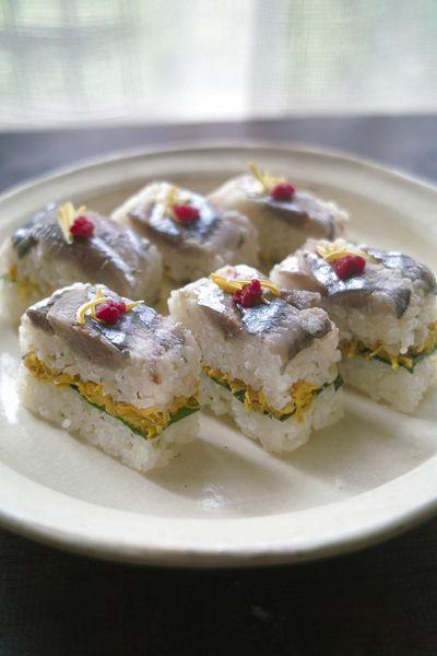 炙り〆秋刀魚と菊の花の押し寿司 by avec1oeufさん http://recipe.foodiestv.jp/recipe/13176.html
