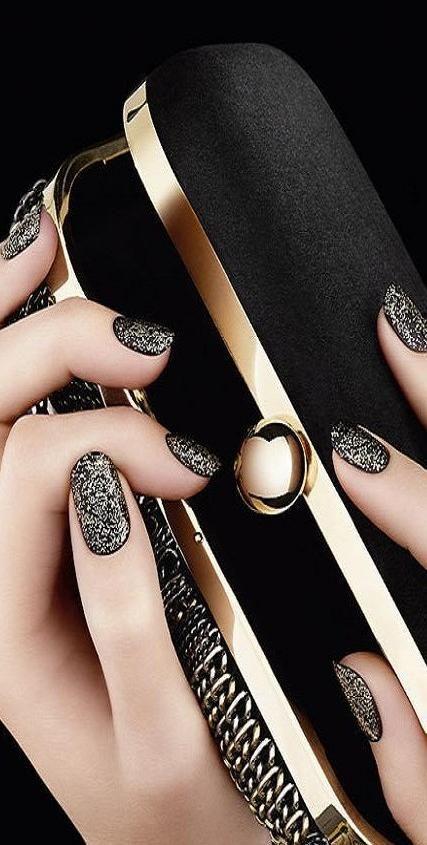 ✿ #studs #nails #beautyinthebag #Nailart
