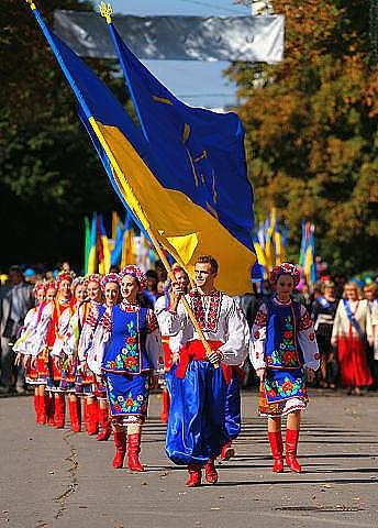 Ukrainian Parade  With the best wishes to Ukraine. http://soundcloud.com/stepanov-sergei/reflection-1 NeuromusicGroup Reflection Ukraine