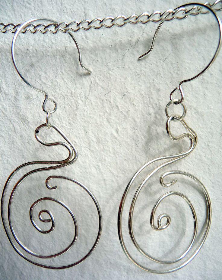 Moderner Schmuck: Ohrringe nickelfrei versilbert, Anhänger silverfilled wire. Preis: 14,00 EUR