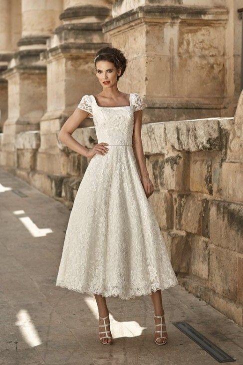 Valencia - abito da sposa corto in pizzo con maniche corte, scollo quadrato