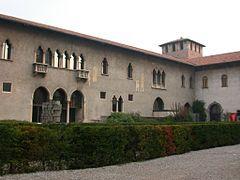 Внутренний двор,Кастельве́ккьо (ит. Castelvecchio-старый замок)-замок в городе Верона (Италия).
