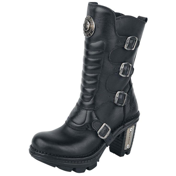 - Leder-Boots - Schnallen - Absatzhöhe: 7 cm  NEW ROCK Boots - DAS ORIGINAL - für Gothicana produziert! Stiefel mit Schnallen und vielen Highlights aus 100% Leder. Der Absatz ist 7cm hoch. Das  Innenfutter besteht ebenfalls aus Leder.   Der gestiefelte Kater würde beim Anblick der New Rock Black Trail Boots vor Neid erblassen. Der geile Boot mit dem extravaganten Namen ist ein Meisterwerk unserer Jungs und Mädels von Gothicana by EMP. Der Stiefel ist aus 100% Leder und fußt auf einer festen…