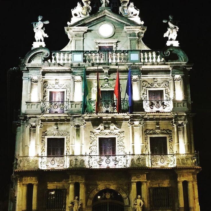 Pamploneses pamplonesas. viva #Pamplona! . . . #conocePamplona #Navarra #igersPamplona #igersNavarra #PamplonaMegusta #pamplonamola #pamplonajoven #NavarraMola #Navarramegusta #TurismoPamplona #TurismoNavarra #PamplonaMente #navarragrafias #loves_pamplona #loves_navarra #peregrinomundial #travelpamplona #pamplonaerestu #visitSpain #pamplonagrafias #EasterInSpain #ayuntamiento #ayuntamientopamplona #iruña