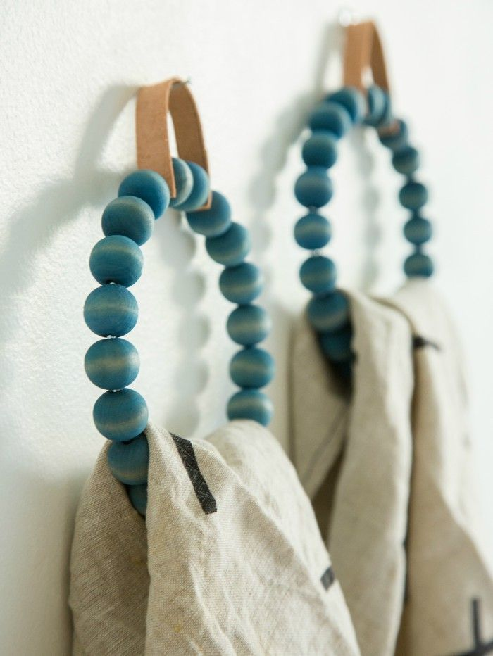 Want to jazz up your bathroom in less than an hour? Try making one of these DIY towel holders. Not only are they practical and functional, but a towel holder can really be a statement piece in your bathroom. Need to organize your space? Don't miss our posts on towel bar organization hacks! DIY Towelread more...