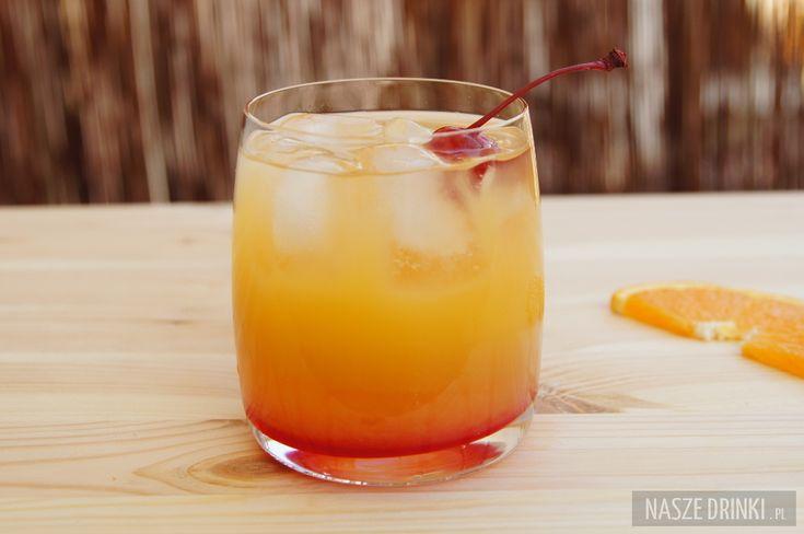 Hot Sex jest prostym drinkiem o pomarańczowym smaku, który robiony jest z trzech składników. Jedynym alkoholem, którego tutaj używamy, jest likier triple sec. Pozostałe składniki to: sok pomarańczowy i grenadina.