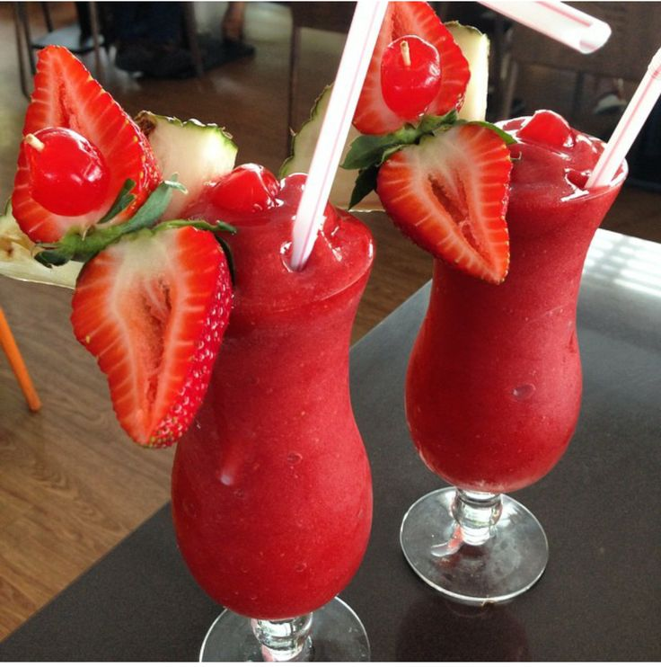 Homemade strawberry dacquiris with fresh strawberries by yours truly! Oh how I love summer, recipe to come! Xoxo