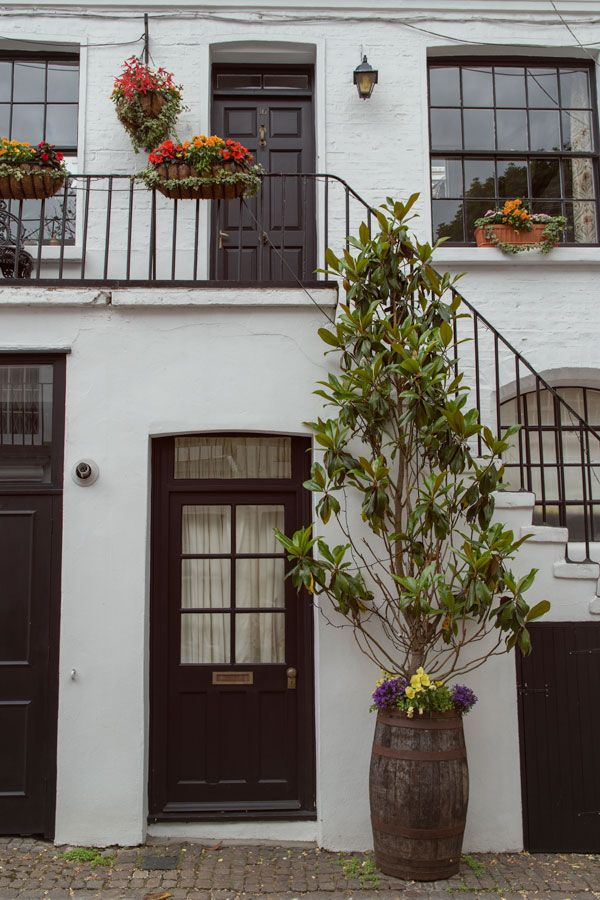 Discovering Londons Beautiful Mews Beautiful London Pinterest