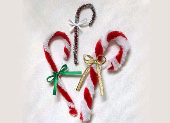pipe cleaner candy canes...simple craft for the kiddos