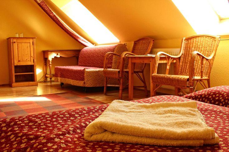 Kétágyas szoba pótágyazási lehetőséggel / Double room with extra bed option