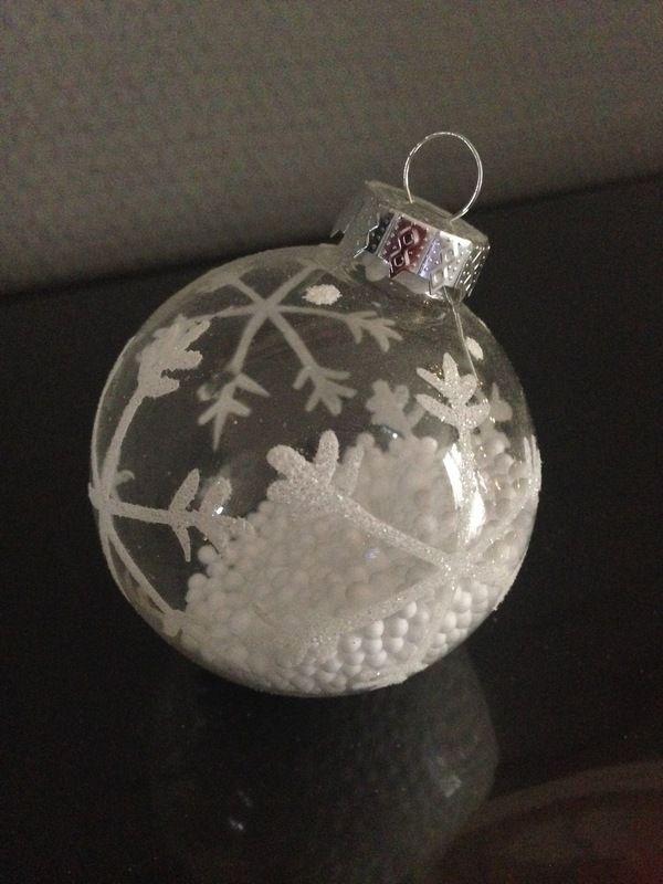 kerstbal glas met sneeuw