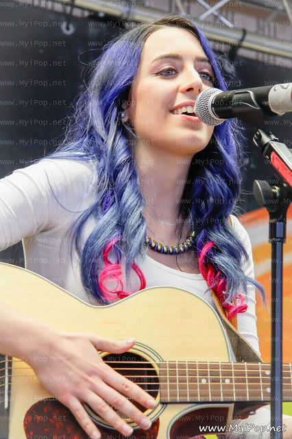 La guapa de Sonia Gómez cantando