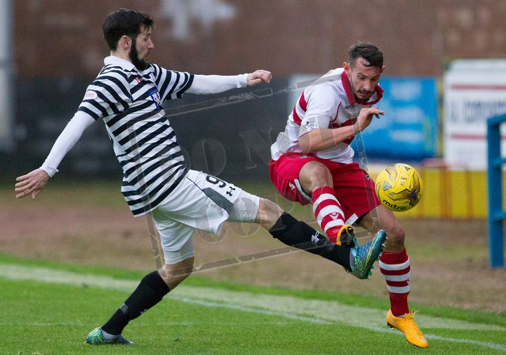 Queen's Park's John Carter wins the ball during the SPFL League Two game between Stirling Albion and Queen's Park.