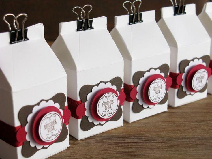 Weihnachtliche Milchkartons