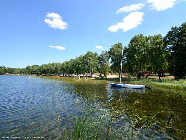 Ośrodek Wypoczynkowy Zagłębocze to położony bezpośrednio nad jeziorem kompleks domków. Więcej: http://www.nocowanie.pl/noclegi/sosnowica_2/os__wypoczynkowe/82782/