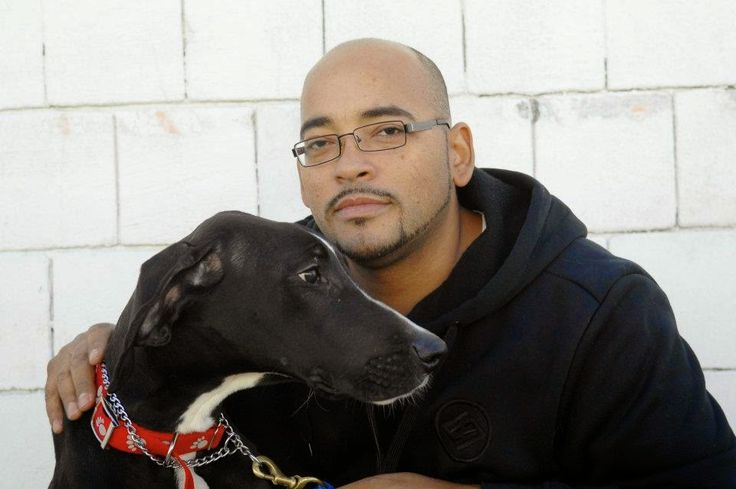 Conoce a Pedro, el héroe que uso el dinero de su jubilación en hacer un refugio para los perros y gatos abandonados | Seamos Más Animales... Como Ellos