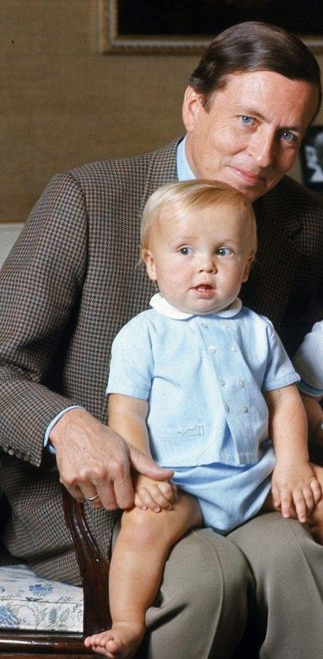 Prins Friso Met zijn Pappa Claus (NL)