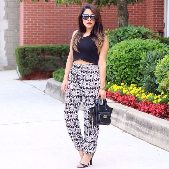 Printed Joggers Black and white printed joggers. Elastic waist band comes above belly button. Elastic band around ankles. Worn for a few hours only. No trades or pp. Charlotte Russe Pants Track Pants & Joggers