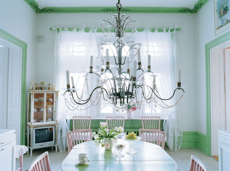 Lindblom Green on the border with mint illuminates the painted woodwork.  Graceful chandelier from the 1600s, the large folding table surrounded by chairs Leksand. Love the chandelier.