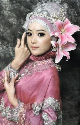 Cara Pakai Jilbab Pink