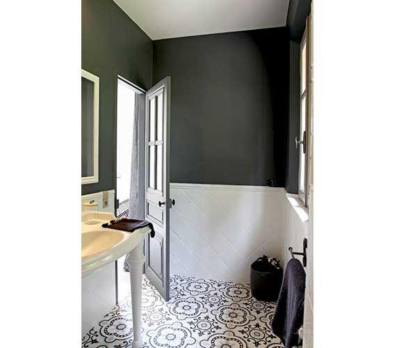 La d co salle de bain en carreaux de ciment c 39 est chouette for Peinture salle de bain carrelage gris