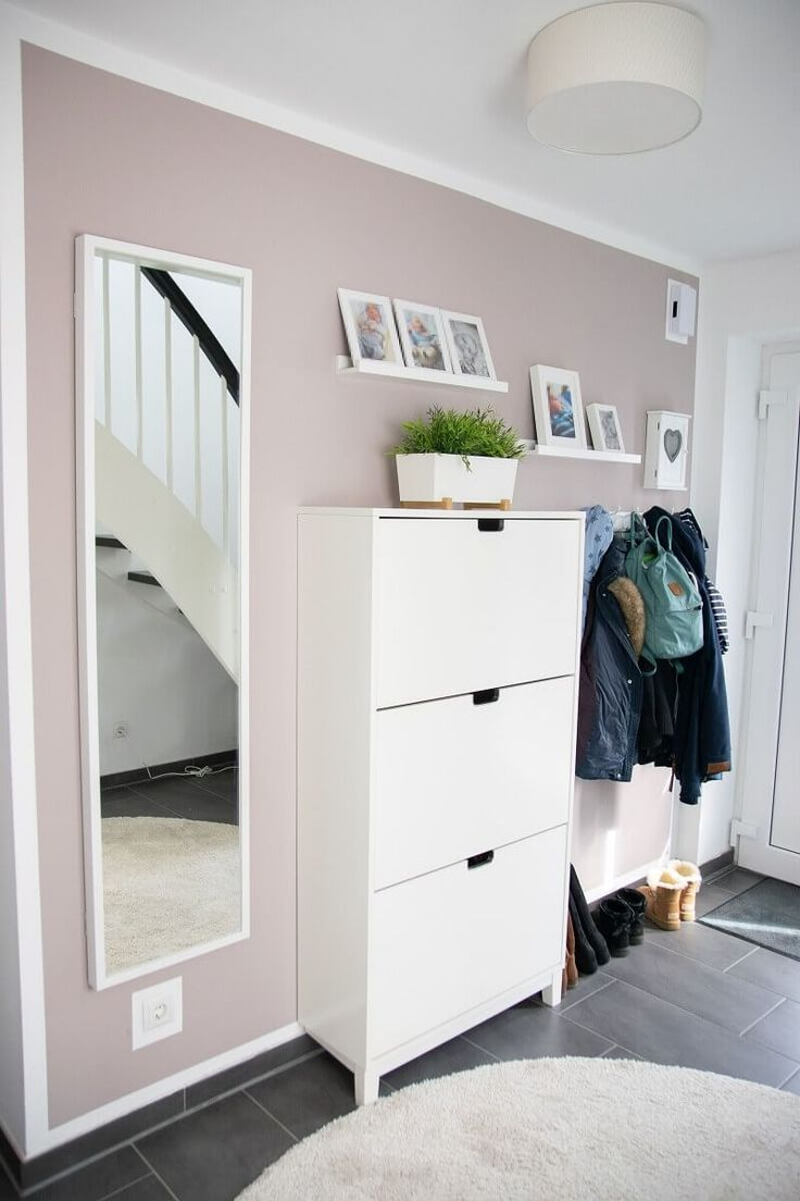 IKEA Hack for more storage space in the hallway: kitchen cupboard becomes sideboard