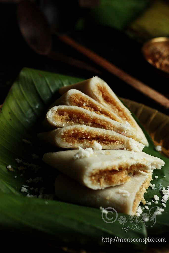 Ela Ada ~ Sweet coconut-jaggery stuffed rice cakes/parcels steam cooked in banana leaves, a traditional delicacy from Kerala