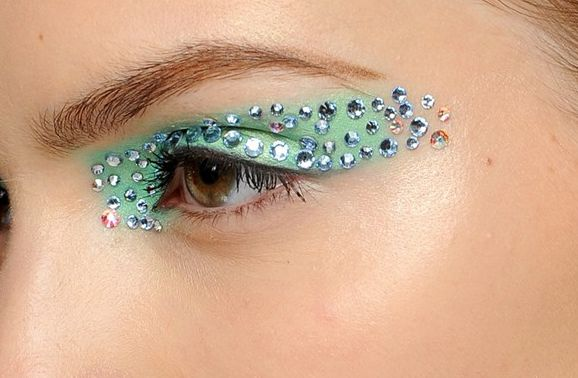 Maquiagem com strass para carnaval -Portal Tudo Aqui