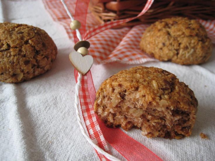 Een gezond koekje. Krokant van buiten, zacht van binnen.  Met onder andere havermout, kokos, kokosolie en appelmoes. Healthy cookie, made with coconot oil.