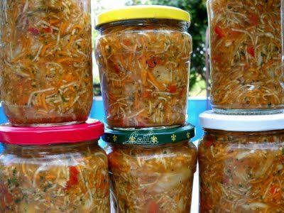 Ingrediente : 2 kg morcovi 2 kg radacina telina 2 kg radacina patrunjel 2 kg ardei gras (poate sa fie 1 kg ardei gras si 1 kg gogosar ) 2 kg rosii 2 kg ceapa alba 2 legaturi mari frunze telina 2 legaturi mari frunze patrunjel 220 gr sare grunjoasa / 1 kg Preparare : …