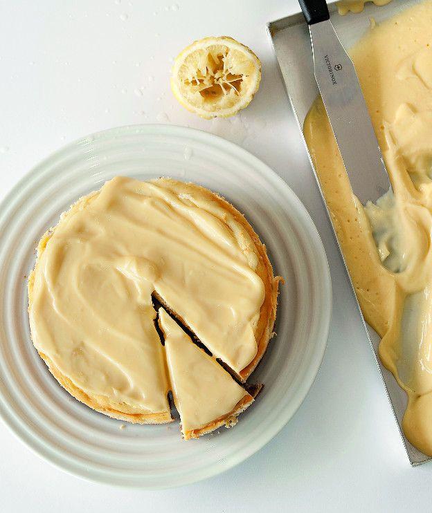 Βάση 200 γρ. μπισκότα digestive 80 γρ. βούτυρο αγελάδος soft (αυτό που πωλείται στο κεσεδάκι, αλλά όχι μαργαρίνη) Κ�%