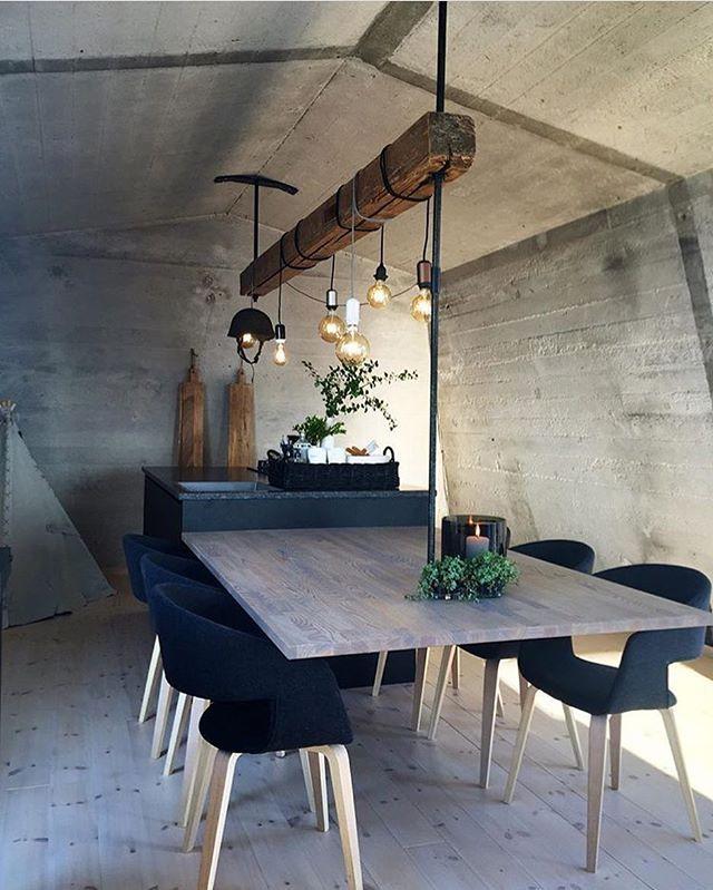 Nice ✨✌🏻️ Design by @halvor.bakke #interior_delux #diningroom #lighting #diningchair #spiseplass
