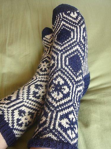 Kikko Hanabishi Socks pattern by Izumi Ouchi #free_pattern #knit