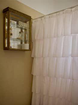 Conselhos para casas de banho pequenas! https://www.homify.pt/livros_de_ideias/1659357/6-conselhos-para-transformar-uma-pequena-casa-de-banho-num-espaco-genial