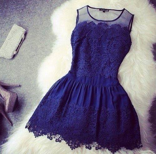 Vestido azul corto con encajes