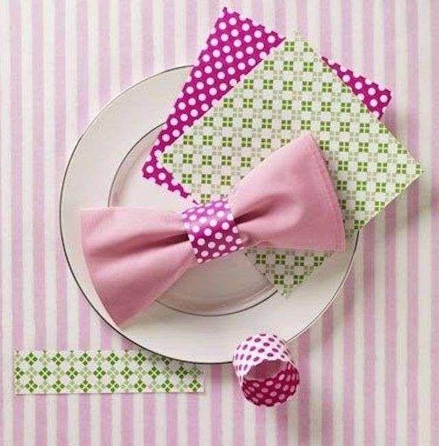Decorare la tavola con i tovaglioli di carta - Abbelire un piatto con un tovagliolo di carta