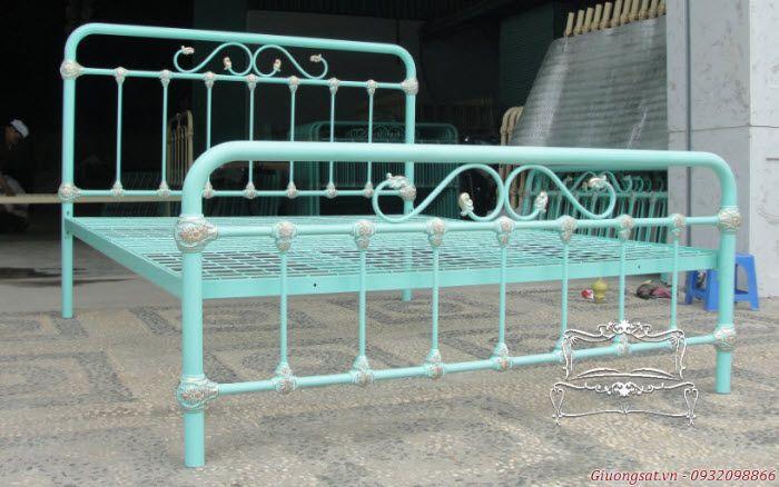 Giường sắt nghệ thuật VALENCIA là sự kết hợp hoàn hảo của sắt rèn nghệ thuật với công nghệ đúc hiện đại  http://www.giuongsat.vn/giuong-sat-phu-cuong/giuong-sat-don/giuong-sat-nghe-thuat-valencia.html