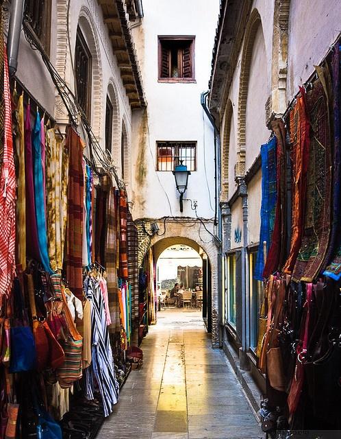Mercado de calle de la Alcaicería - Granada, España