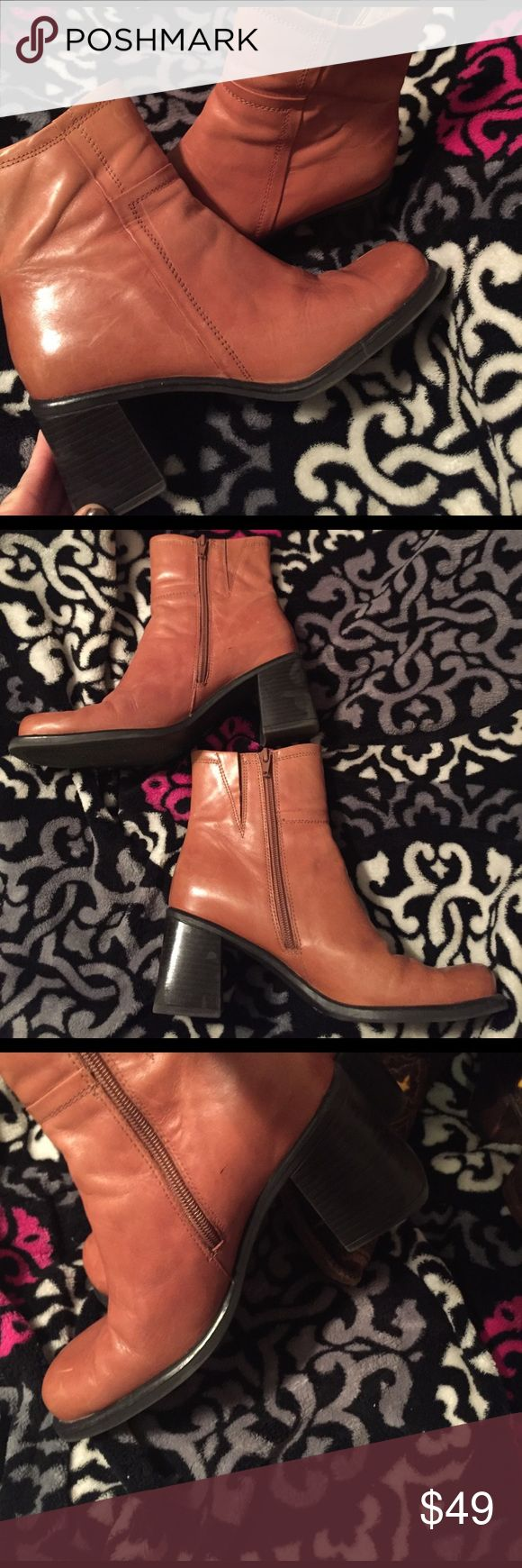 Women's Bass Brown Leather ankle boots 8.5 NICE Women's ankle boots by Bass. All leather , light tan brown in color , square toe , chunky heel so very comfy. Very pretty and soft leather , has zip closure on inner side. Please contact me for more info! 5-% of sales goes to the Wounded Warrier Program to support our troops 👏🏼❤️ Bass Shoes Ankle Boots & Booties
