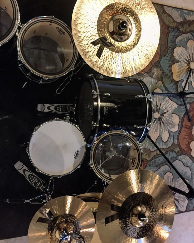 Newest set of pearls. Zildjian K Custom Hybrid. Evans drumheads. Vater sticks