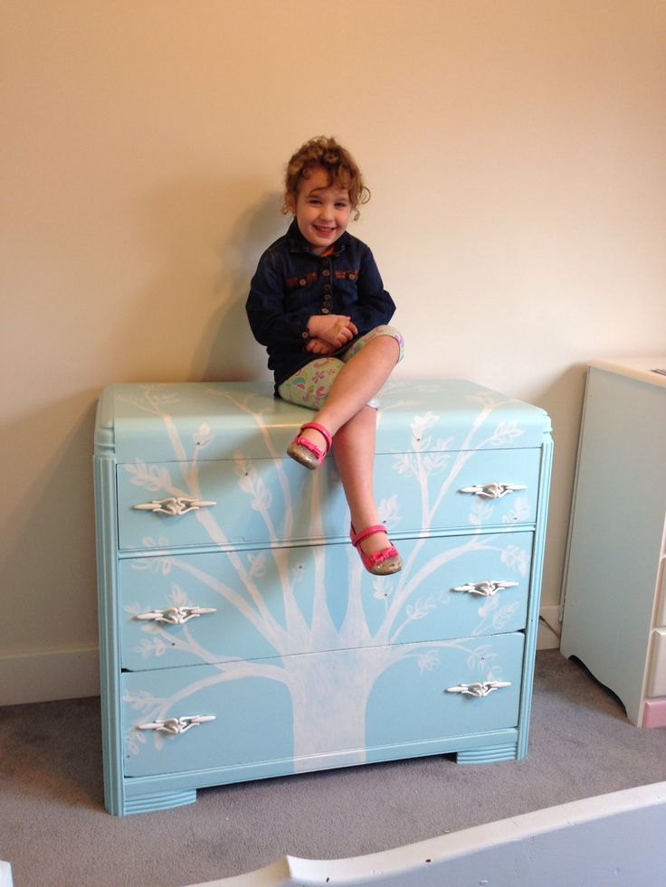 Blue and white painted dresser  3 drawers