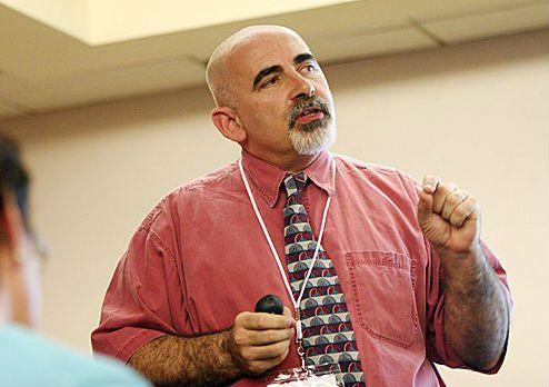 BFL i undervisning - en metodöversikt Skolforskaren Dylan Wiliam som tagit fram de fem bedömning-för-lärande-strategierna har också presenterat praktiska tekniker som kan användas för att arbeta med strategierna i undervisning. Många av teknikerna fungerar genom att ge eleverna möjlighet till reflektion och genom att aktivera dem.