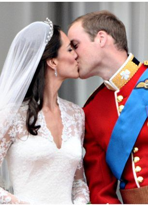 Has anyone ever noticed when 2 people kiss it creates a heart both with their heads and with the negative space under their chins? Double <3 points!: Kiss, Royal Family, Katemiddleton, Royal Weddings, Prince William, Kate Middleton, Fairytale, The Royals