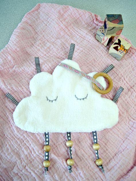 Nähanleitung für ein Knistertuch: Süsse Wolke zum Spielen und Entdecken für das Baby   von Fantasiewerk